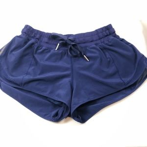 Lululemon Hottie short 2.5 size 6